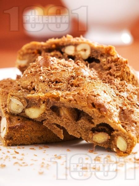 Брауни сладкиш с шоколад, лешници и бадеми - снимка на рецептата